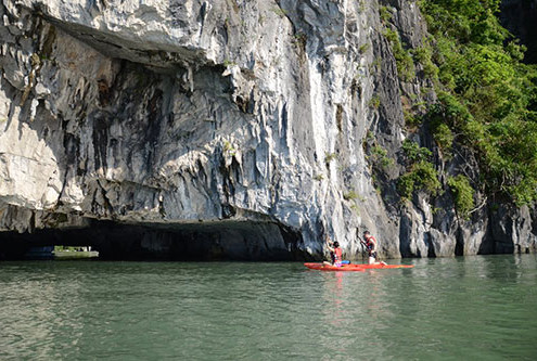 Birght and Dark Cave - Halong Bay Tour 2 day 1night